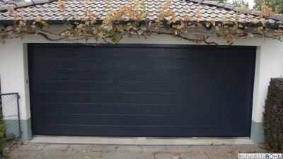Nachher: Großsicke woodgrain mit der Farbe Anthrazitgrau RAL 7016.